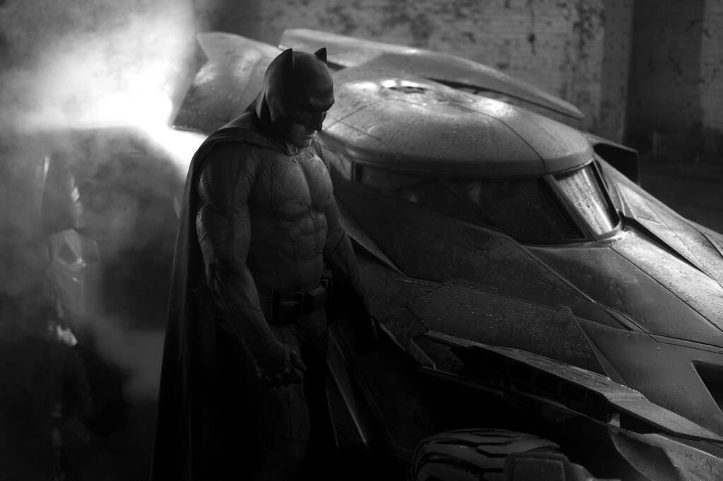 batman vs superman bild batmobile